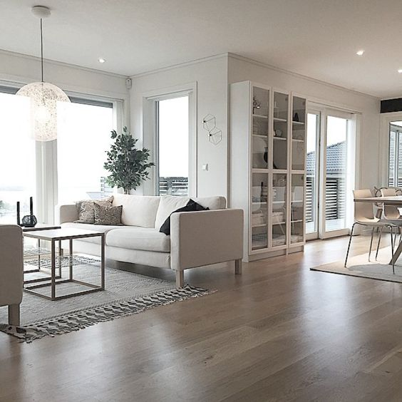 Muebles de sal n 10 salones con grandes ventanas - Visillos para salones ...