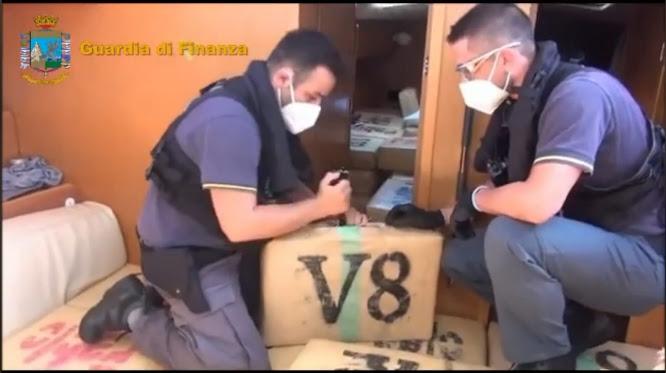 GdF ferma un veliero, a bordo sei tonnellate di hashish