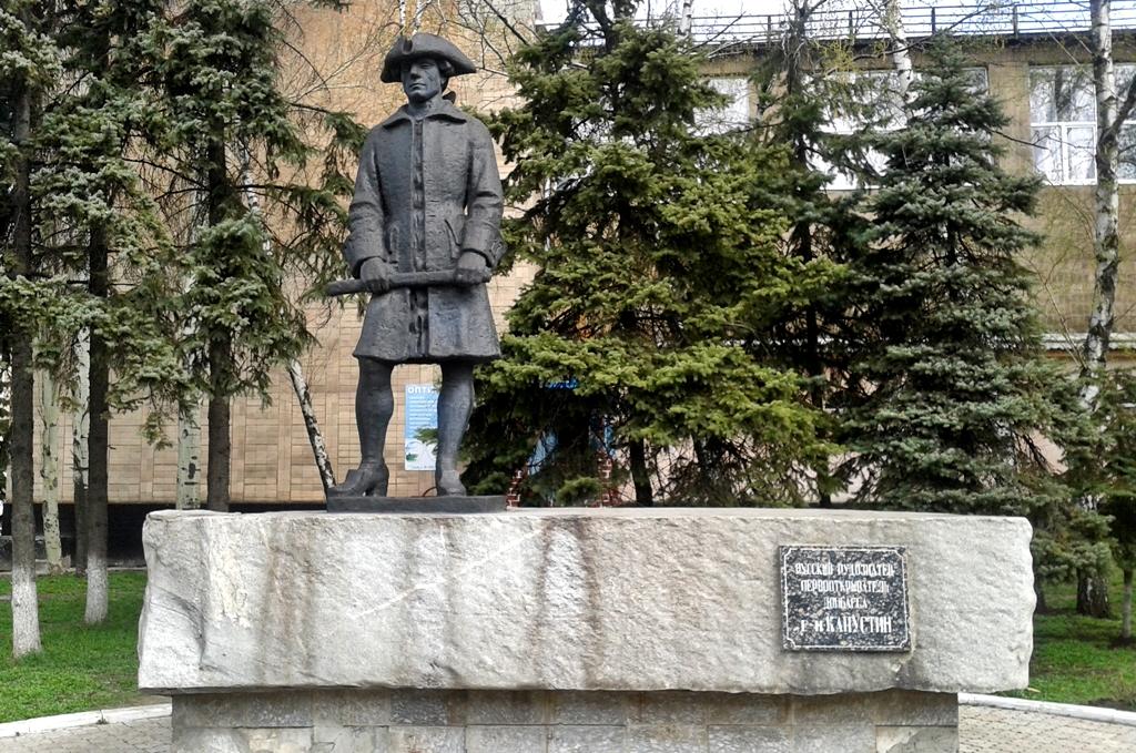 Памятник Капустину Макеевка