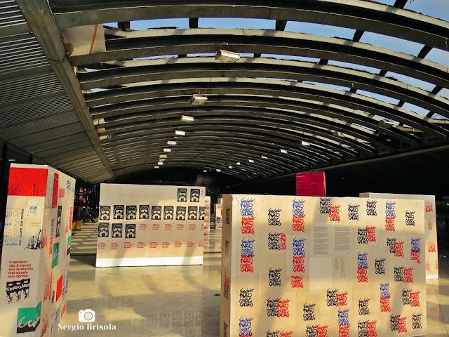 Vista de montagem de uma exposição no Centro Cultural São Paulo