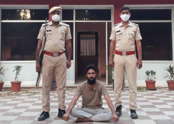 चौमूं में ज्वैलरी शोरुम को लूटने वाला एक और बदमाश गिरफ्तार