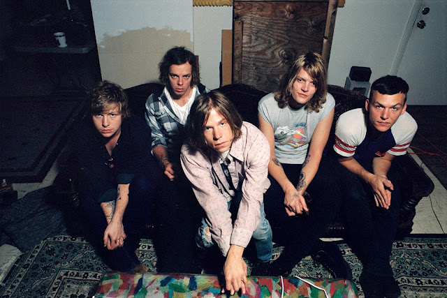 Video: Cage The Elephant - Cold Cold Cold