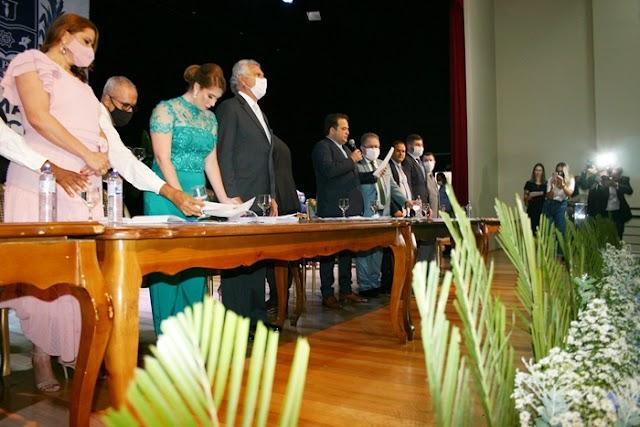 Anápolis: Prefeito, vice e vereadores são empossados em cerimônia simples