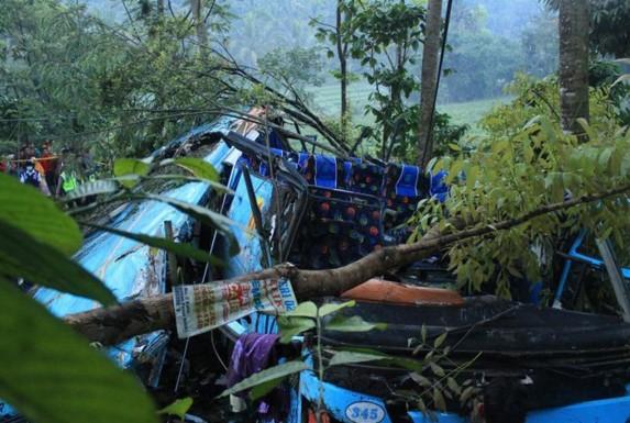 kecelakaan bus rosalia