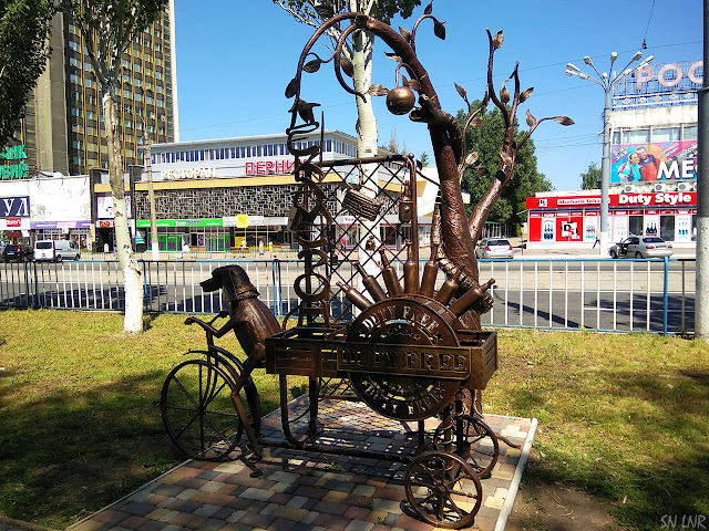 Аллея кованых скульптур в Луганске