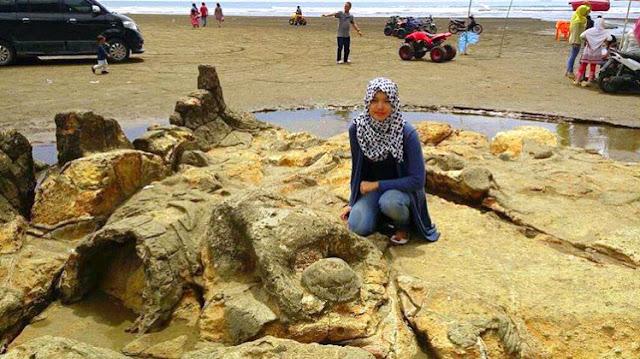 Gambar Pantai Air Manis Di Provnsi Sumatera Barat
