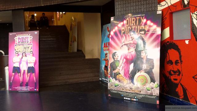 Dirty Picture -elokuvan juliste Delhiläisessä elokuvateatterissa