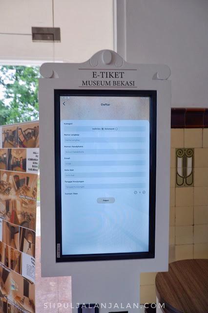 Mesin tiket di Museum Digital Gedung Juang 45