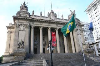 http://vnoticia.com.br/noticia/4029-justica-do-rio-impede-que-deputados-estaduais-presos-sejam-empossados