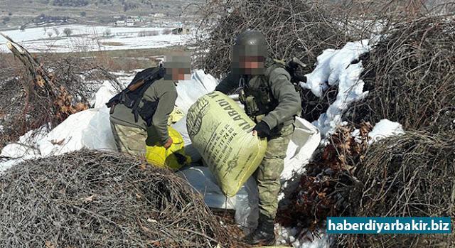 DİYARBAKIR-Diyarbakır'ın Lice ilçesi Kabakaya köyünde yapılan operasyonlar neticesinde 60 torba dolusu bin 211 kilo toz esrar ele geçirildi.