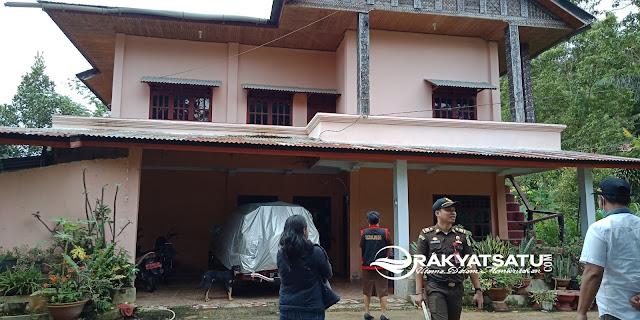 Penyidik Kejaksaan Geledah Rumah Tersangka TPK PLTMH Bau di Sangalla