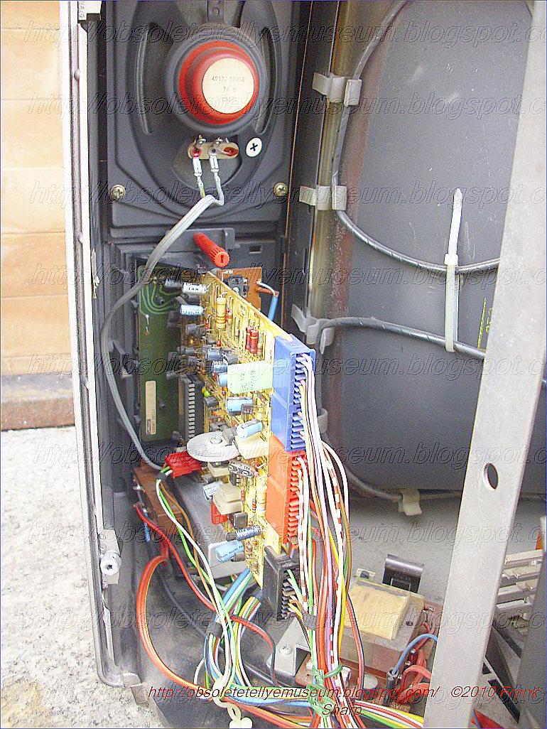 metz haiti color 7173 chassis 680g internal view  [ 770 x 1026 Pixel ]