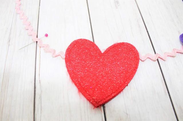 felt heart garland diy