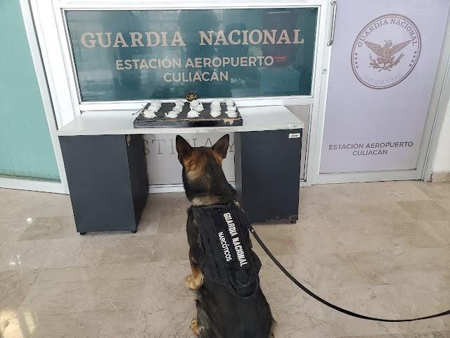 BINOMIO CANINO DETECTÓ EN CUADRO RELIGIOSO 30 ENVOLTORIOS DE APARENTE METANFETAMINA, EN EL AEROPUERTO DE CULIACÁN