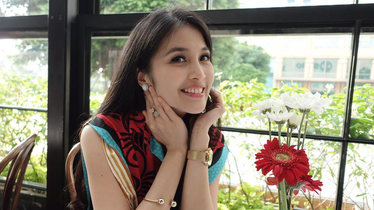 Sandra Dewi artis cantik dan manis