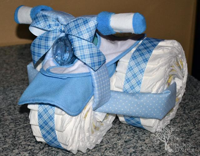 Como Fazer uma Mini Motocicleta com Fraldas para Chá de Bebê