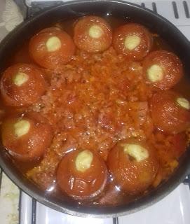 Voici la recette de tomates farcies au babybel du blog les recettes de cindy