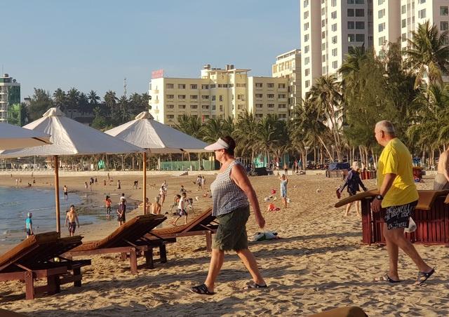 Nha Trang cho tắm biển trở lại từ 04/05/2020 sau thời gian cách ly xã hội