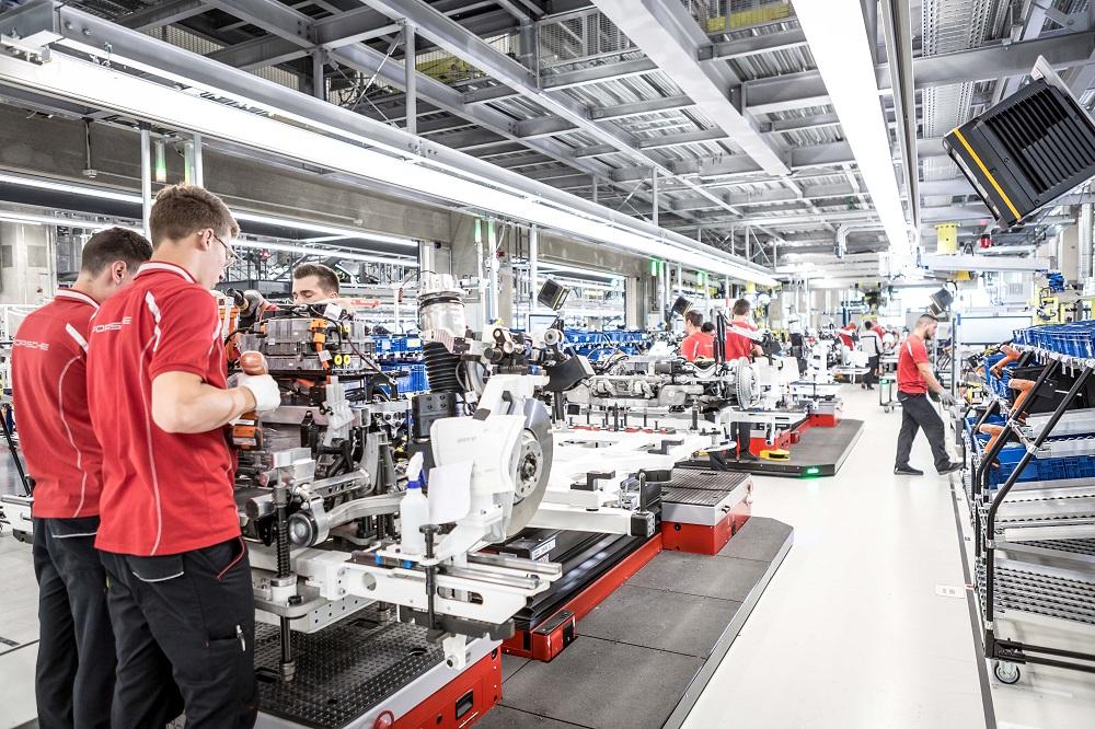Bên trong nhà máy sản xuất Porsche Taycan