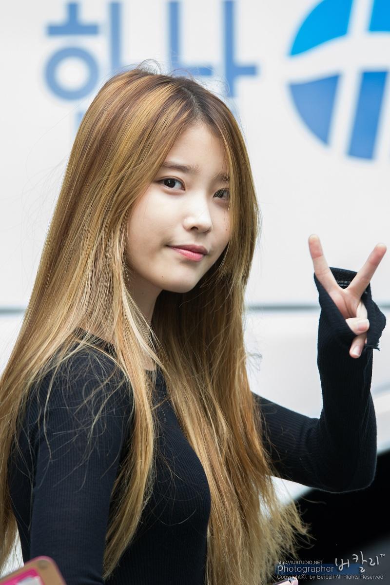 131011 IU - KBS 'Music Bank' Commute - 17p