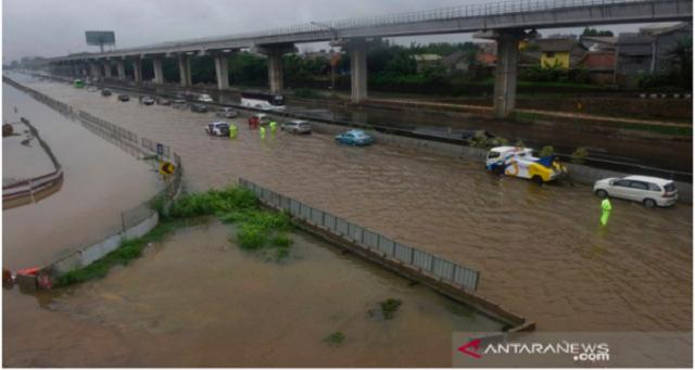 Banjir di PGP Bekasi Mencapai 6 Meter, Mobil Terombang-ambing