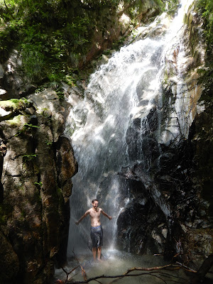 神璽ノ滝(しんじのたき)で水遊び