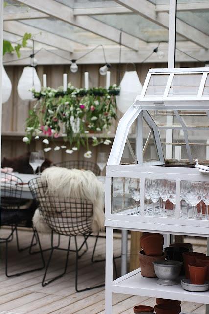 annelies design, webbutik, webshop, nätbutik, inredning, uteplats, uterum, uterummet, dukning, dukningar, bordsdukning, midsommar, midsommarafton, sommardukning, midsommardukning, blomma, blommor, fest, party, inspiration, ljusstake, ljusstakar, dekoration,