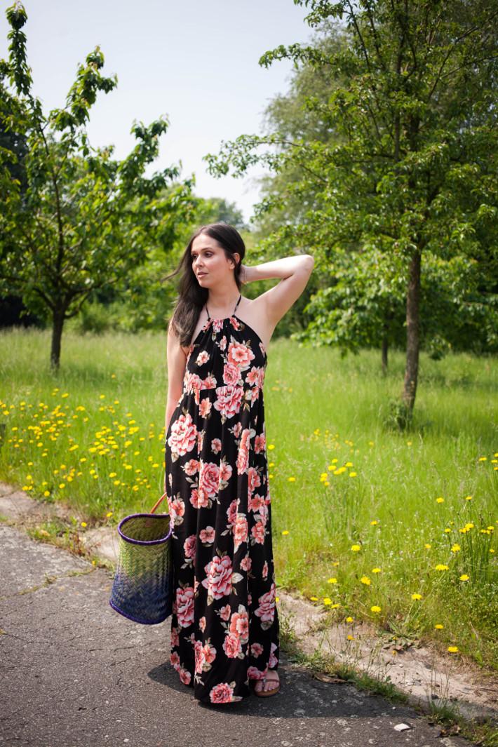 Outfit: Floral maxi dress, basket