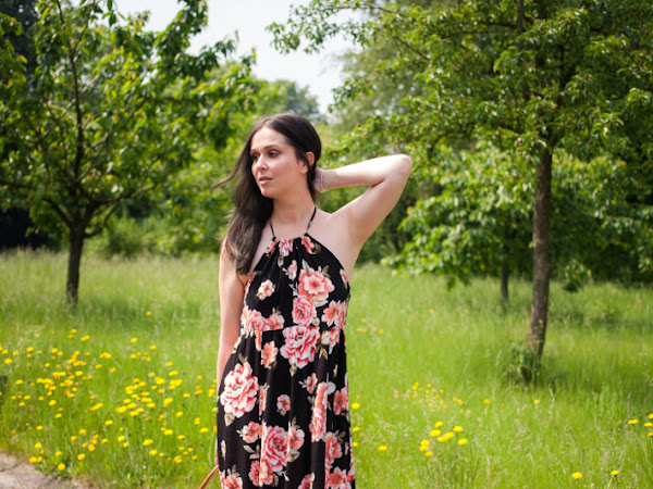 Outfit: Floral maxi dress, glitter sandals