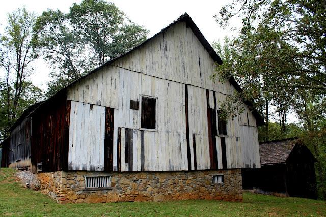 Around roanoke va a daily photo blog houtz barn for Table 52 roanoke va