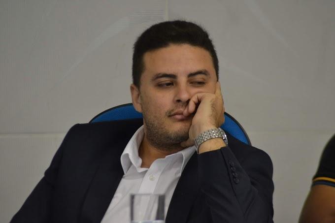 Vereador Alexandre Paiva aparece depois de mais de 3 anos fazendo assistencialismo na cidade de Grossos