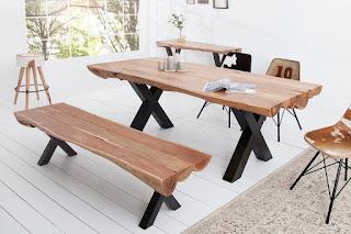 Moderní jídelní stůl z masívu.