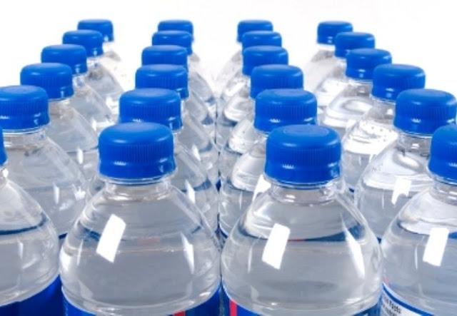 Εγκαταλείπουν το πλαστικό μπουκάλι οι εταιρείες εμφιαλωμένου νερού