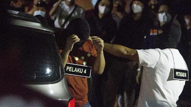 IPW: Sangat Aneh Polisi Tembak 4 Laskar FPI Tanpa Diborgol dalam Mobil