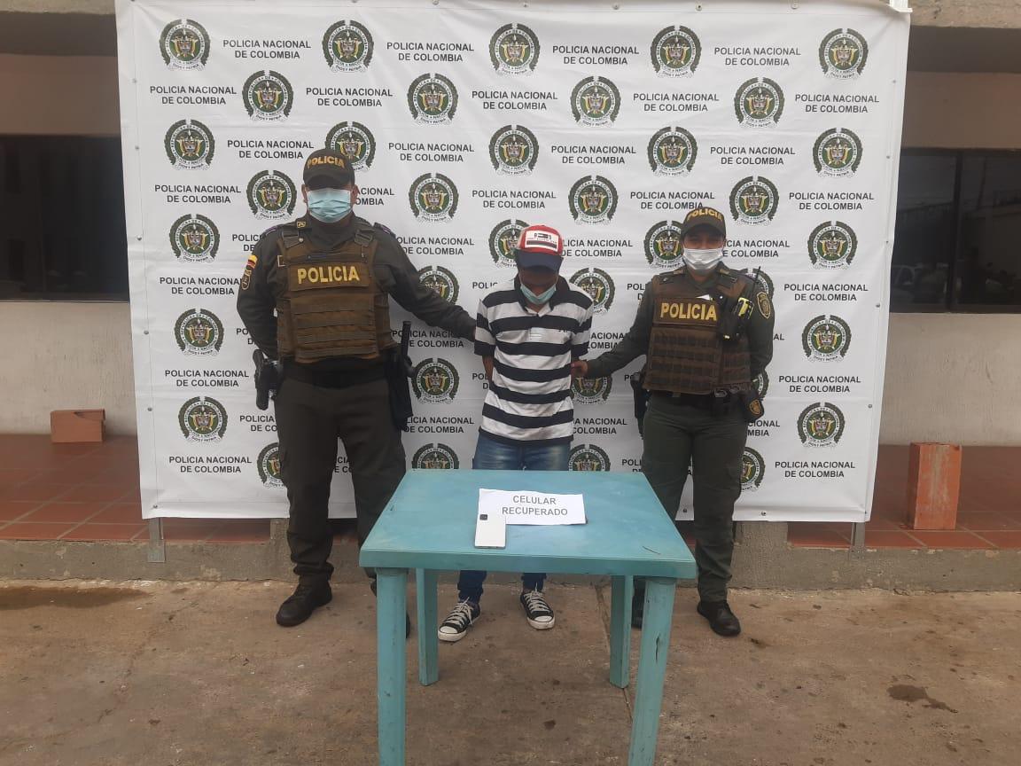 https://www.notasrosas.com/Policía Guajira captura hombre que hurtó celular, mientras feligreses oraban en una iglesia de Maicao
