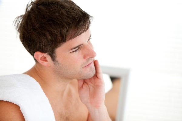 Cara memutihkan wajah pria alami dan mudah
