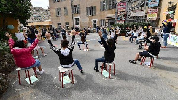 Italia anuncia reapertura de escuelas después del verano
