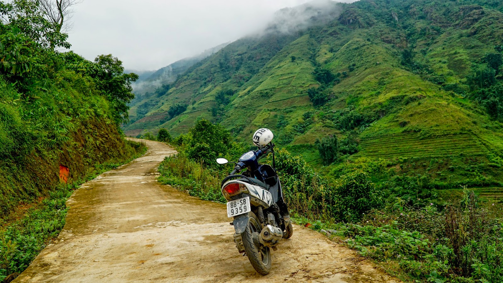 Exploring this tiny road along the mountainside near Trung Chai