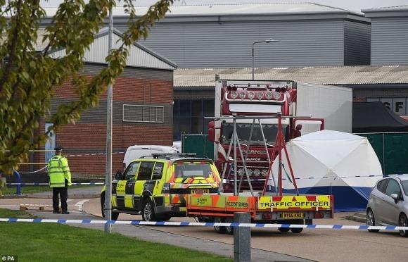 Hình ảnh chấn động vụ 58 người Trung Quốc chết trong xe cà chua ở Anh
