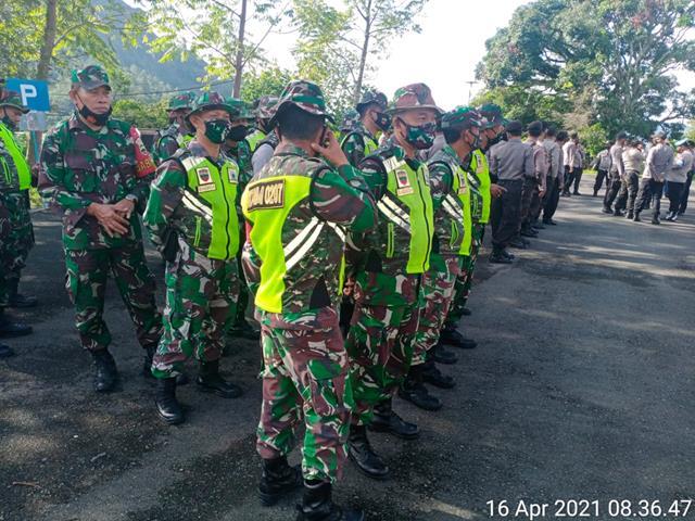 Dalam Rangka Penertiban KJA Diwilayah Binaan, Personel Jajaran Kodim 0207/Simalungun Turut Dukung Kegiatan Tersebut