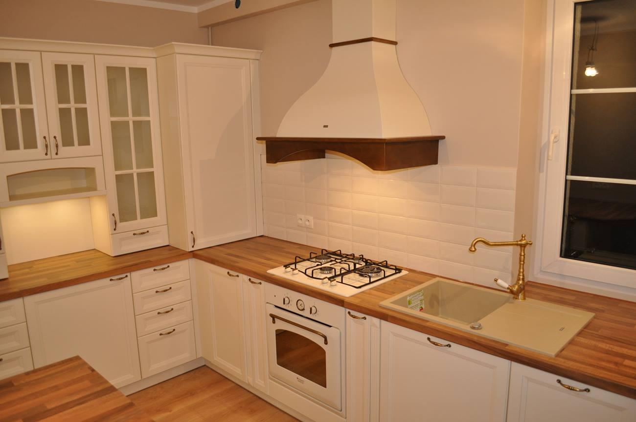Pasja w projektowaniu Kuchnia stylizowana, retro z kredensem