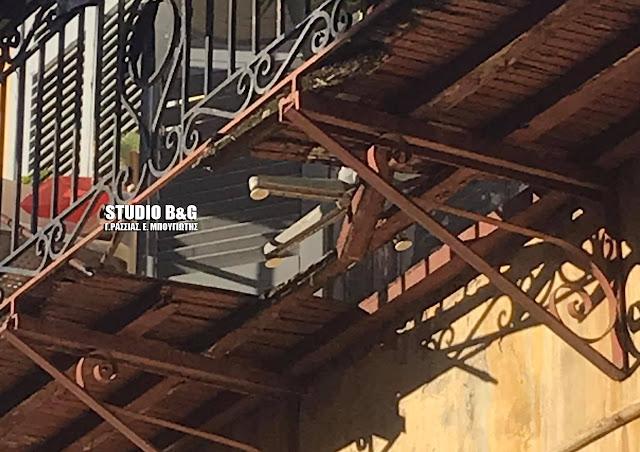 Κατέρρευσε μπαλκόνι στο Ναύπλιο - Τραυματίας μια ηλικιωμένη - Έπεσε από ύψος 10 μέτρων