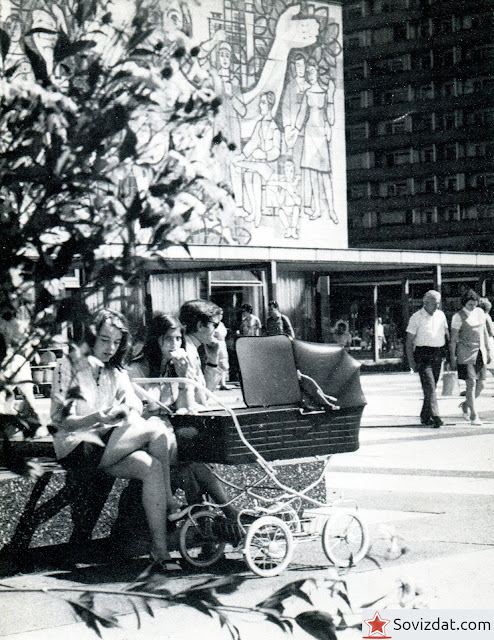 1977. Дрезден, ГДР - Улица Прагер штрассе - место общения и встреч