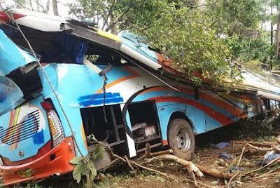 kecelakaan bus rosalia indah