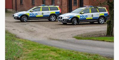 شابان يحاولان سرقة شرطي في ستوكهولم! أشهرا عليه مسدساً فكانت المفاجأة
