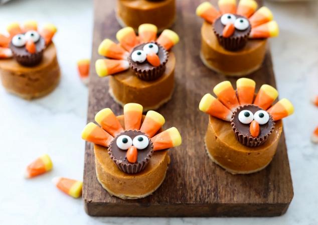 Adorable Candy Pretzel Turkey Bites #pretzel #bites #desserts #cakes #snack