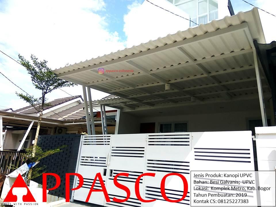 Kanopi Minimalis Tiang Miring Besi Galvanis Atap UPVC di Komplek Metro