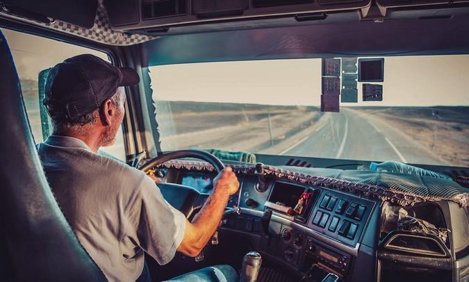 Motoristas categoria C, D e E devem regularizar exame toxicológico em até 30 dias