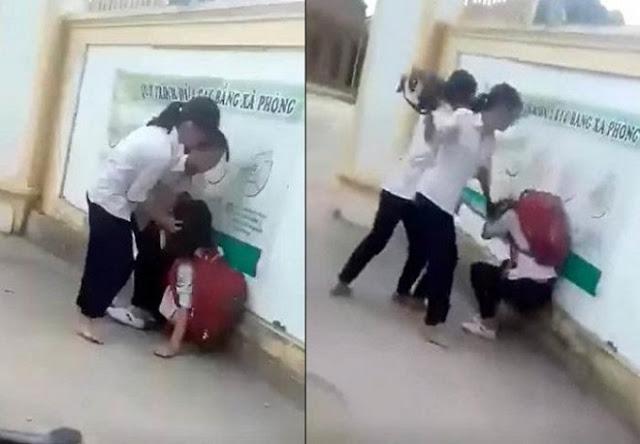 Vì chê mẫu áo mới ra mỏng, không phù hợp, một nữ sinh lớp 8 ở huyện Anh Sơn, Nghệ An đã bị nhóm bạn nữ cùng trường đánh hội đồng ngay trước cổng trường.