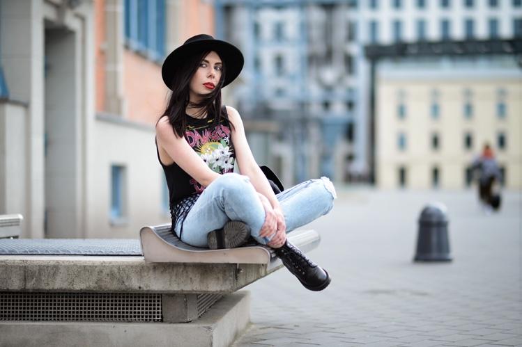 damska stylizacja w stylu rockowym blogerka w kapeluszu
